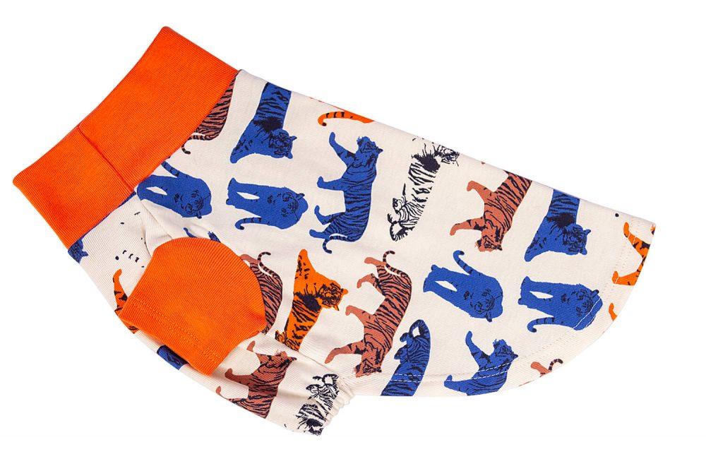 <ul> <li>Polo 100% algodón</li> <li>Suave al tacto y fresco</li> <li>Hipoalergénico</li> <li>Cómodo y stretchy</li> </ul> En esta misma página, más abajo, encontrarás la<strong>GUÍA DE MEDIDAS</strong> específica de este suéter para que elijas correctamente la talla de tu perro. <ul> <li>Gloria es una Salchicha Miniatura y usa nuestro polo para perro Safari talla XSmall</li> </ul>